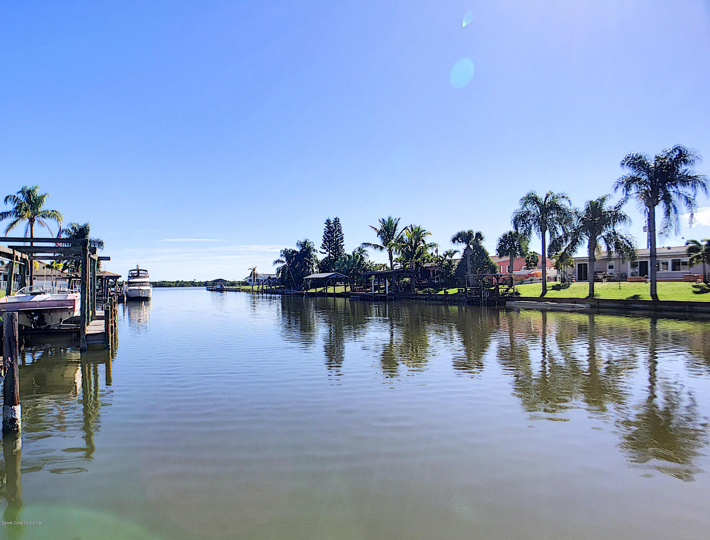 Single Family Home for Sale at 425 Sundoro 425 Sundoro Merritt Island, Florida 32953 United States