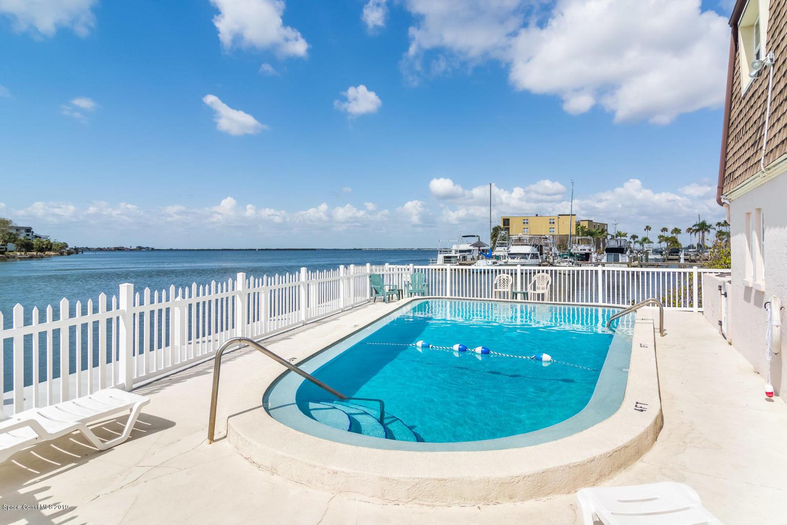 Enfamiljshus för Hyra vid 390 W. Cocoa Beach Cswy. Unit 5-1 390 W. Cocoa Beach Cswy. Unit 5-1 Cocoa Beach, Florida 32931 Förenta staterna