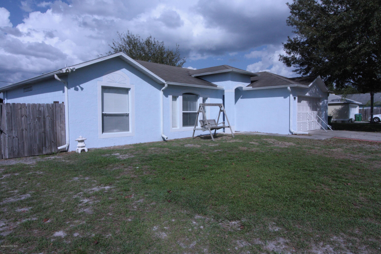 Maison unifamiliale pour l Vente à 2960 Harper 2960 Harper Deltona, Floride 32738 États-Unis