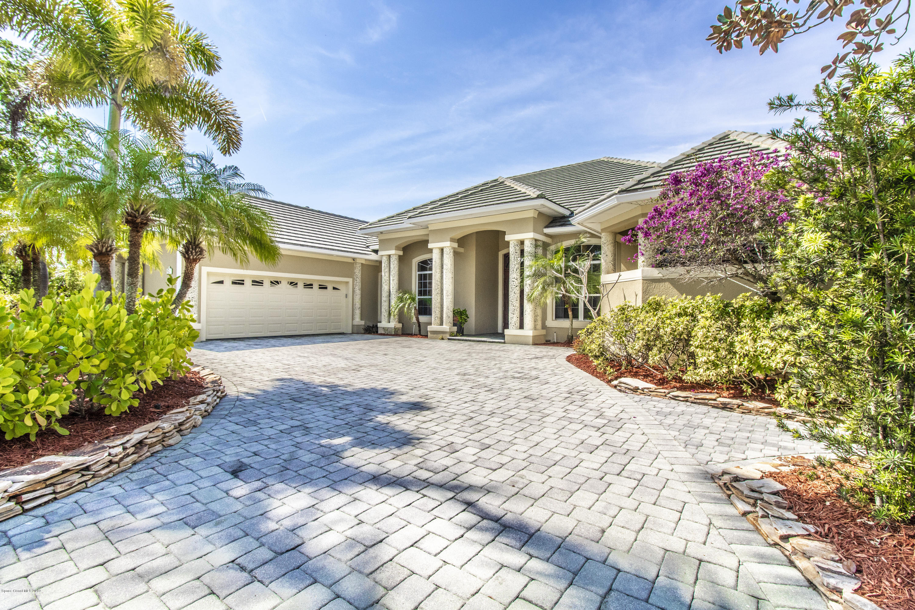Single Family Home for Sale at 814 Chatsworth Melbourne, Florida 32940 United States