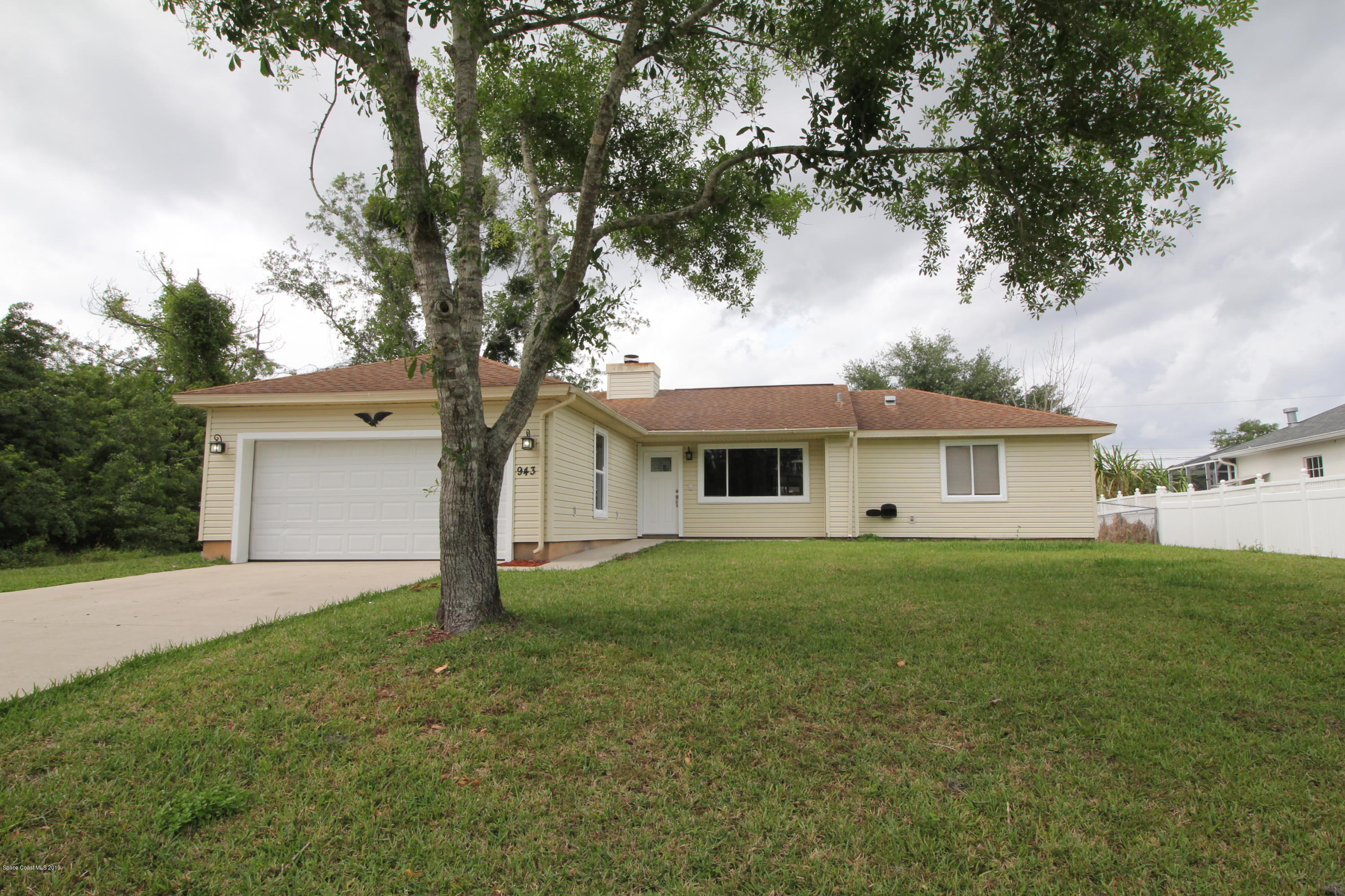 Single Family Home for Rent at 943 Dateland 943 Dateland Palm Bay, Florida 32909 United States