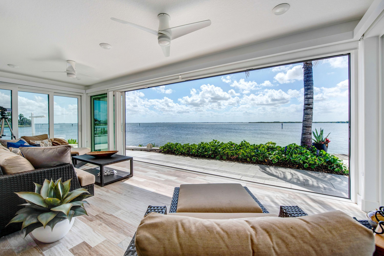 Single Family Homes のために 売買 アット 93 W Bay Cocoa Beach, フロリダ 32931 アメリカ