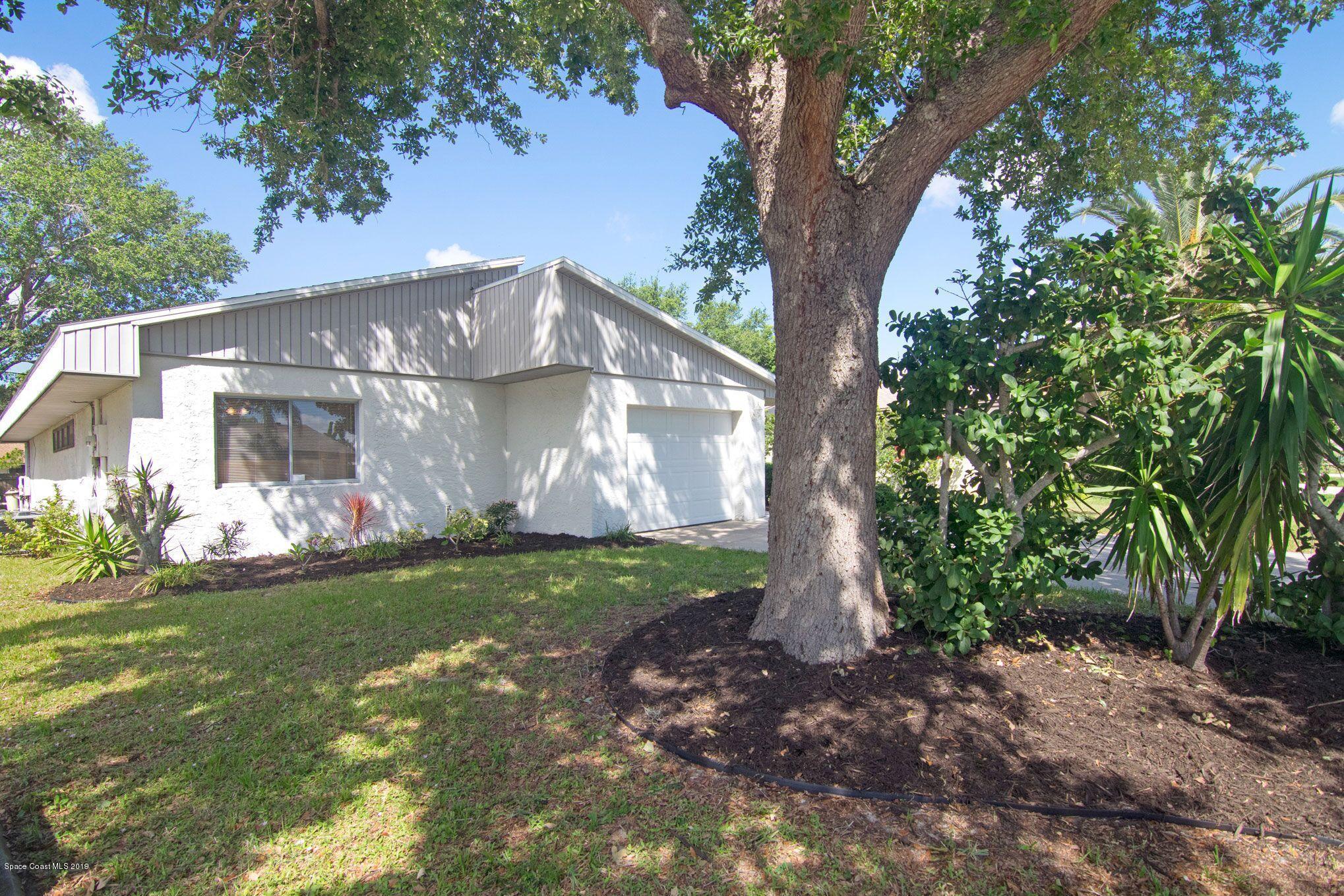 single family homes for Sale at 440 Myrtlewood Melbourne, Florida 32940 United States