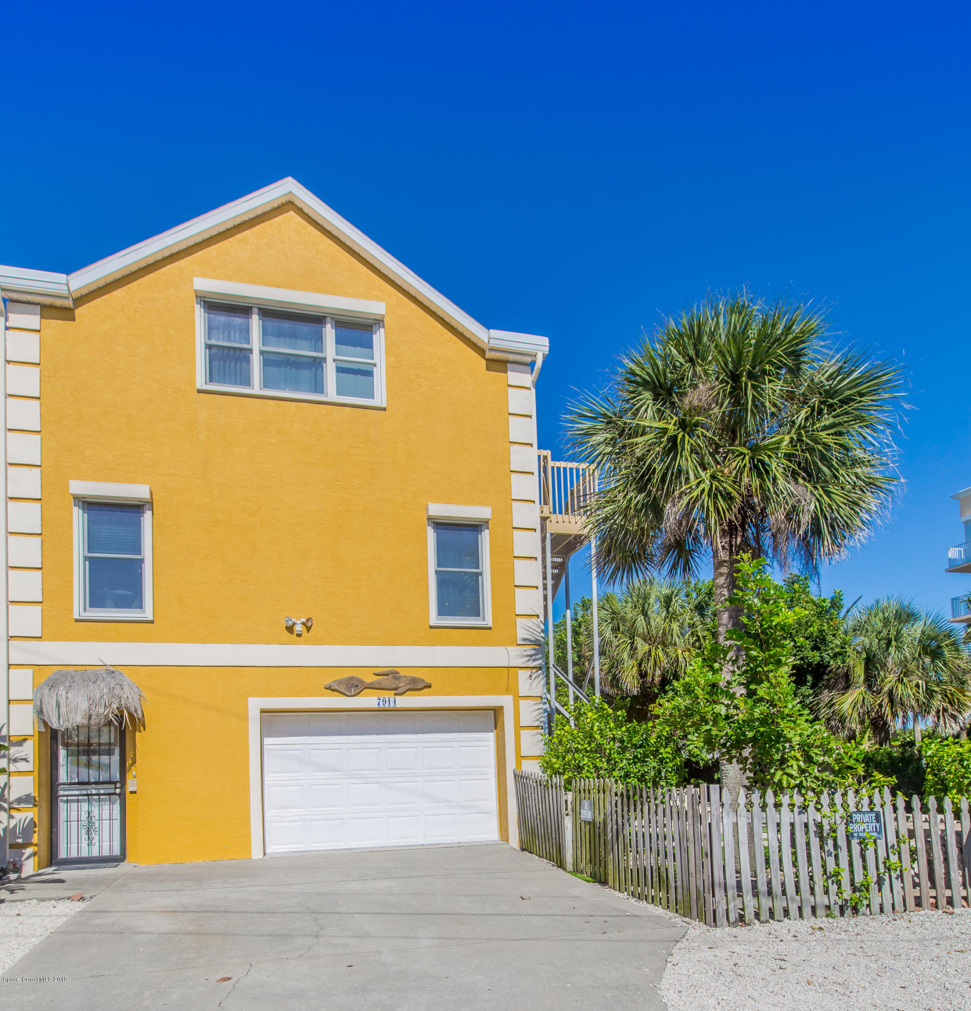 Single Family Homes por un Venta en 7914 Aurora Cape Canaveral, Florida 32920 Estados Unidos