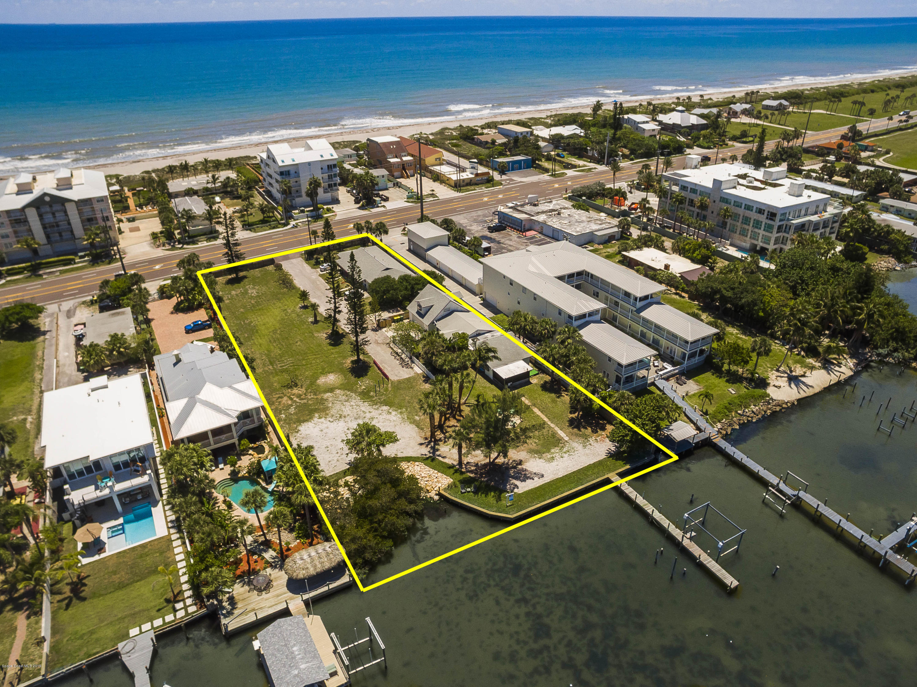 Multi-Family Homes per Vendita alle ore 3444 S Atlantic Cocoa Beach, Florida 32931 Stati Uniti