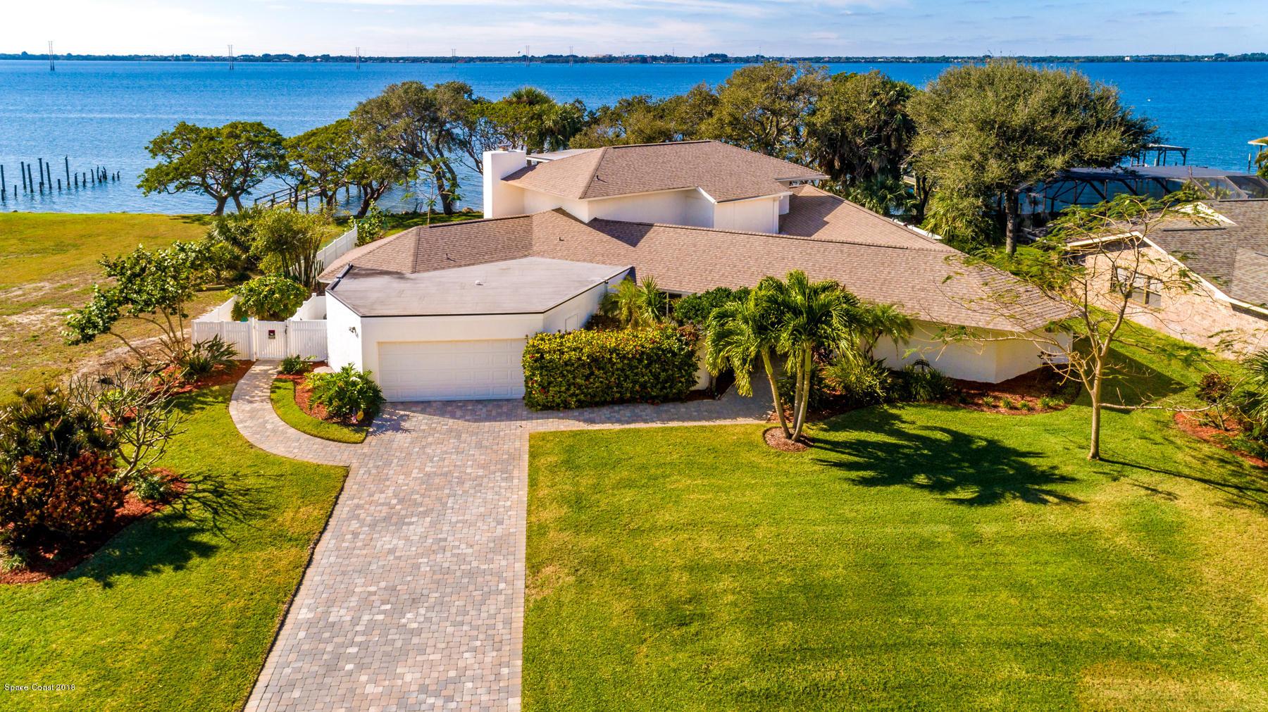 Single Family Homes para Venda às 2160 S River Melbourne Beach, Florida 32951 Estados Unidos