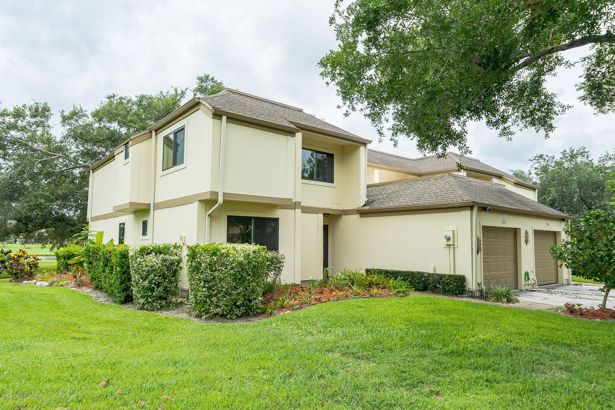 Single Family Homes for Sale at 228 Country Club Melbourne, Florida 32940 United States