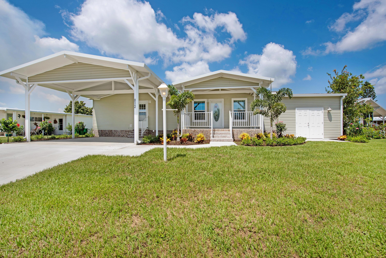 Single Family Homes per Vendita alle ore 812 Wren Barefoot Bay, Florida 32976 Stati Uniti