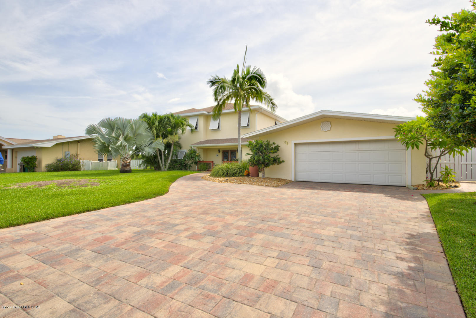 Single Family Homes per Vendita alle ore 61 Danube River Cocoa Beach, Florida 32931 Stati Uniti