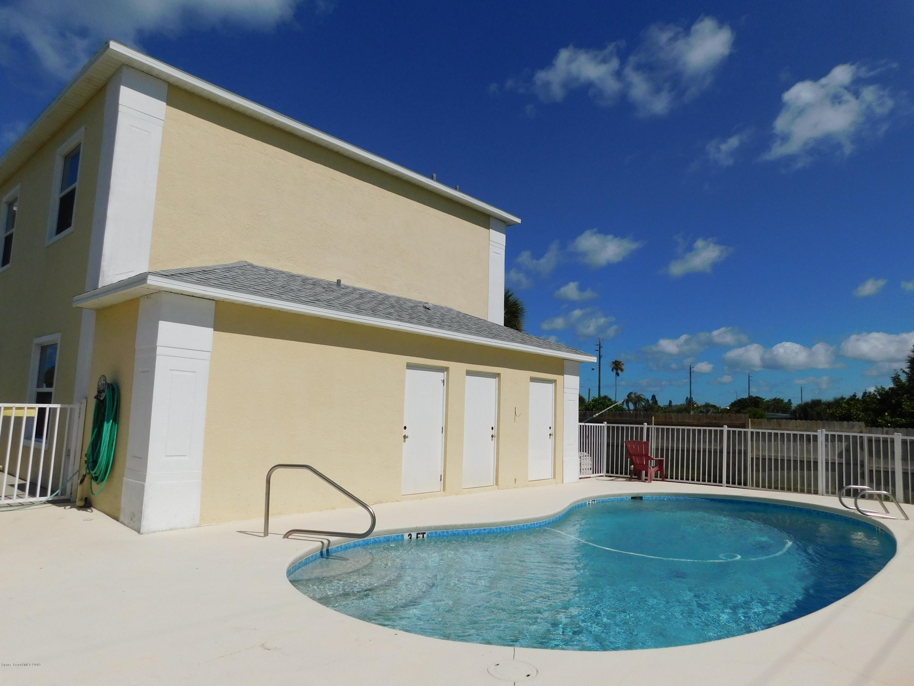 Additional photo for property listing at 860 S Orlando Cocoa Beach, 플로리다 32931 미국