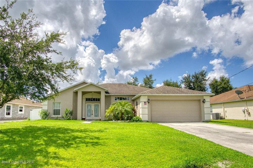 Single Family Homes for Sale at 5832 NW Gillespie Port St. Lucie, Florida 34986 United States