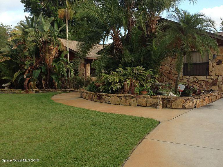 Single Family Homes for Sale at 346 NE Ficus Jensen Beach, Florida 34957 United States