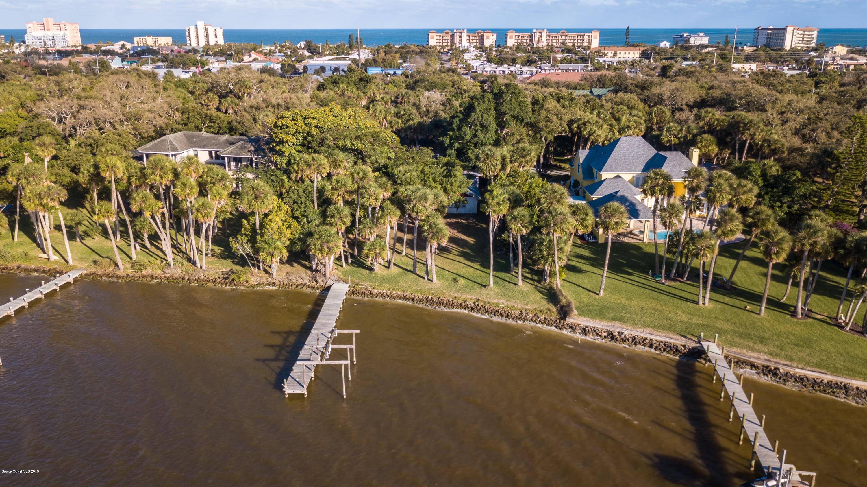 Single Family Homes のために 売買 アット 225 Holman Cape Canaveral, フロリダ 32920 アメリカ