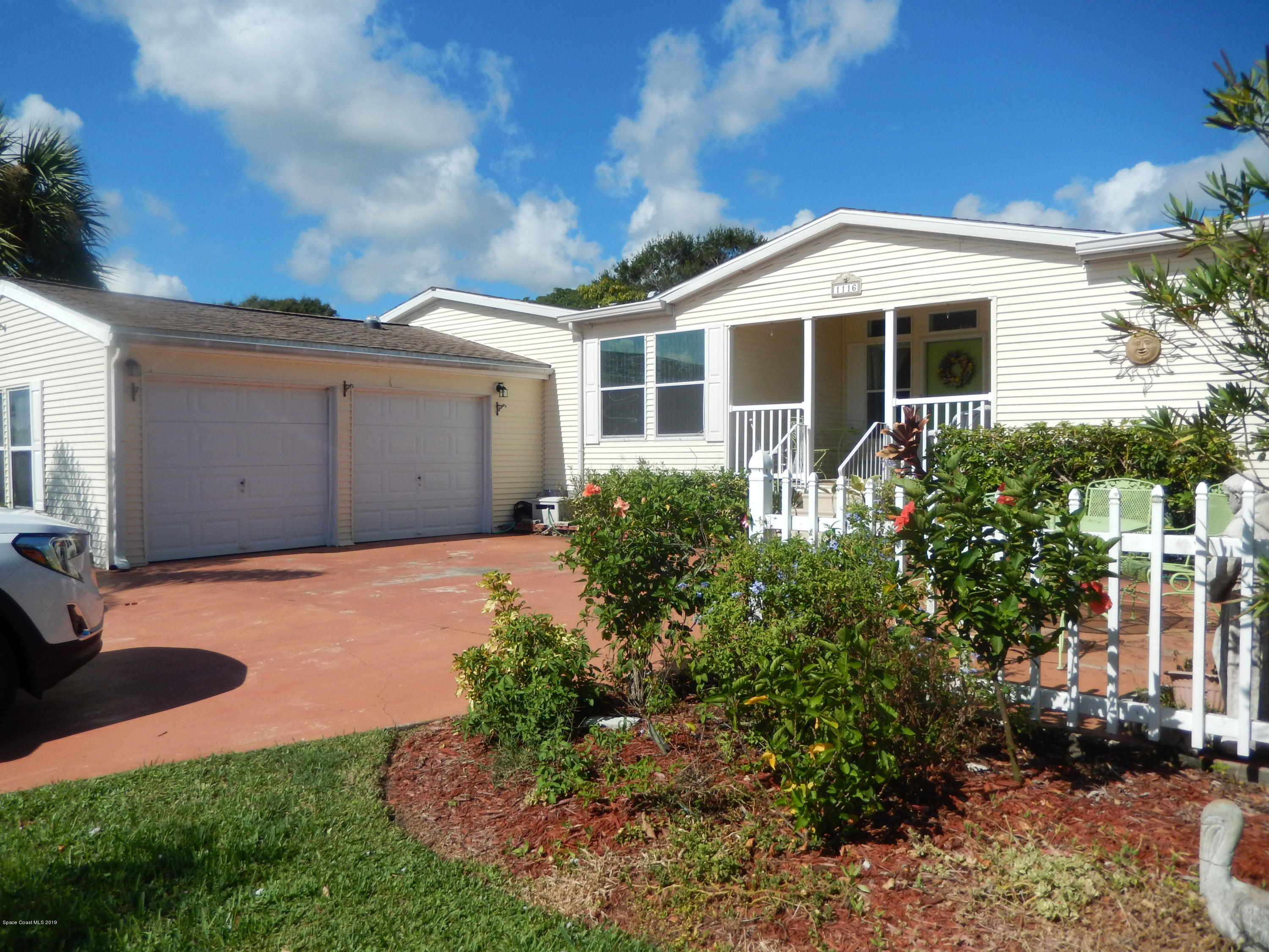 Single Family Homes para Venda às 1116 Waterway Barefoot Bay, Florida 32976 Estados Unidos