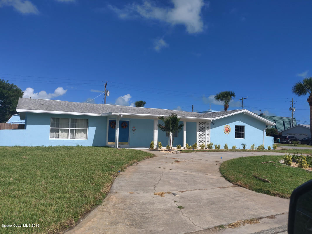 Single Family Homes 為 出租 在 300 7th Indialantic, 佛羅里達州 32903 美國