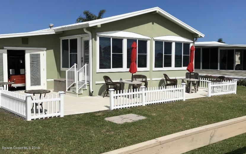 Single Family Homes para Venda às 1059 Royal Palm Barefoot Bay, Florida 32976 Estados Unidos
