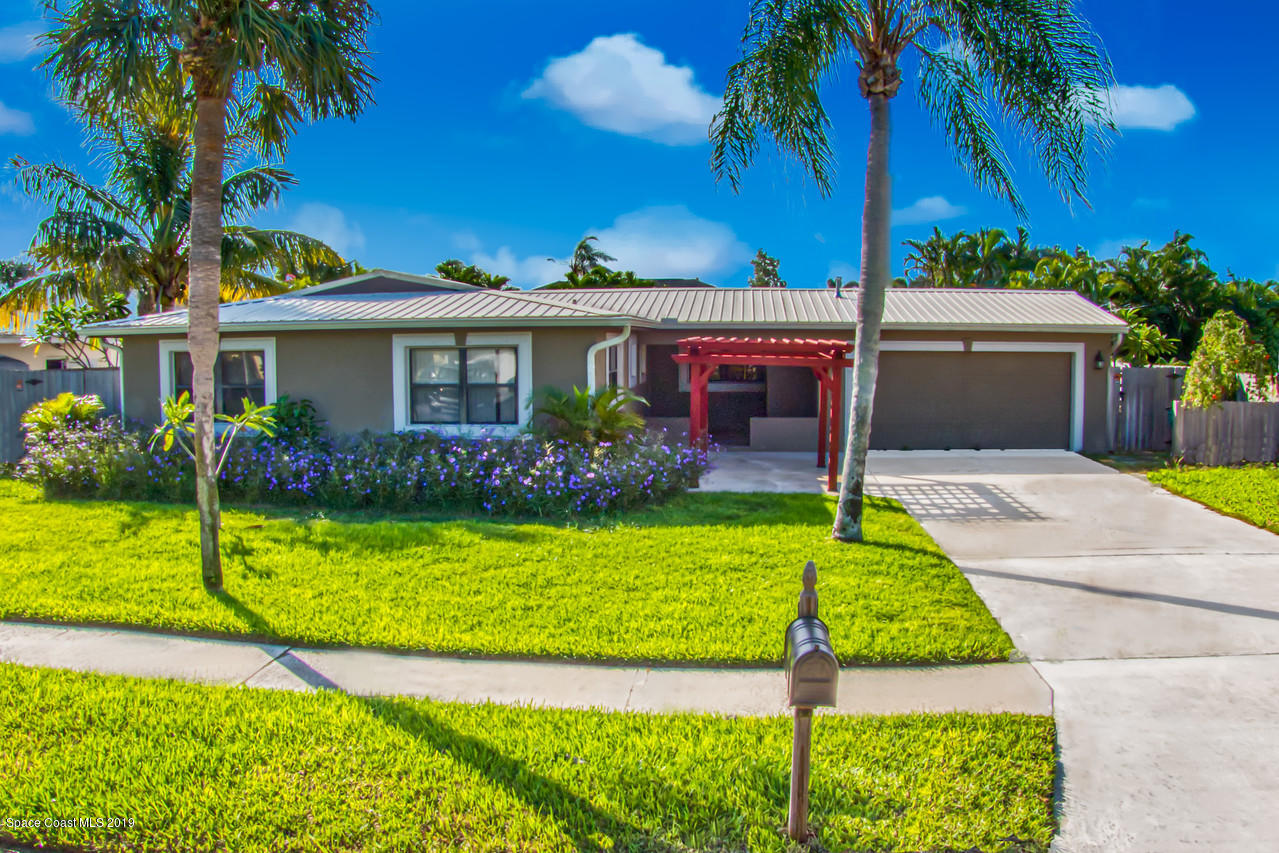 Single Family Homes for Sale at 432 Penguin Satellite Beach, Florida 32937 United States