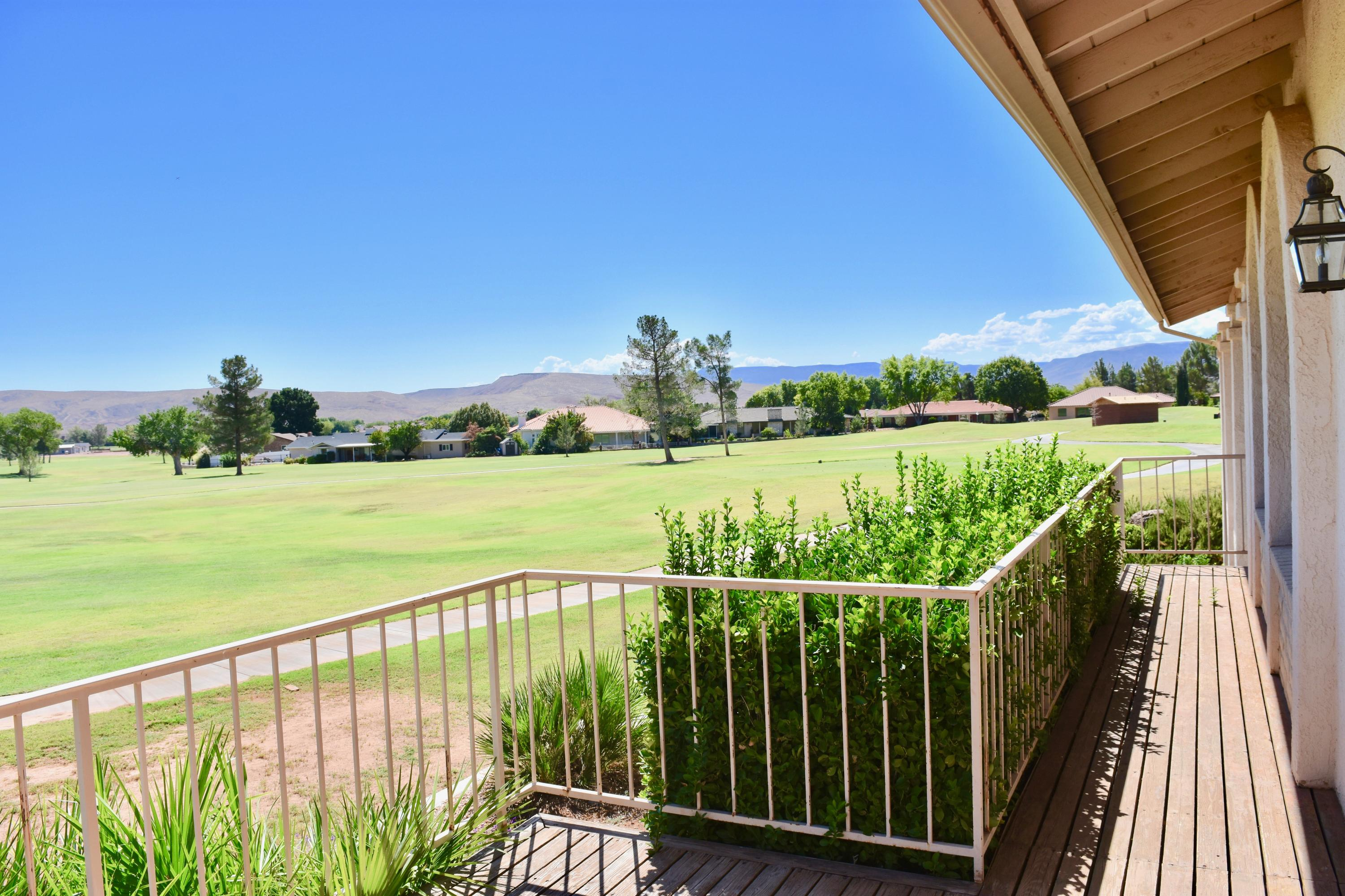This home in Bloomington is ready for the right buyer,with beautiful views to the golf course. in a beautiful neighborhood this is the place. Close to schools.