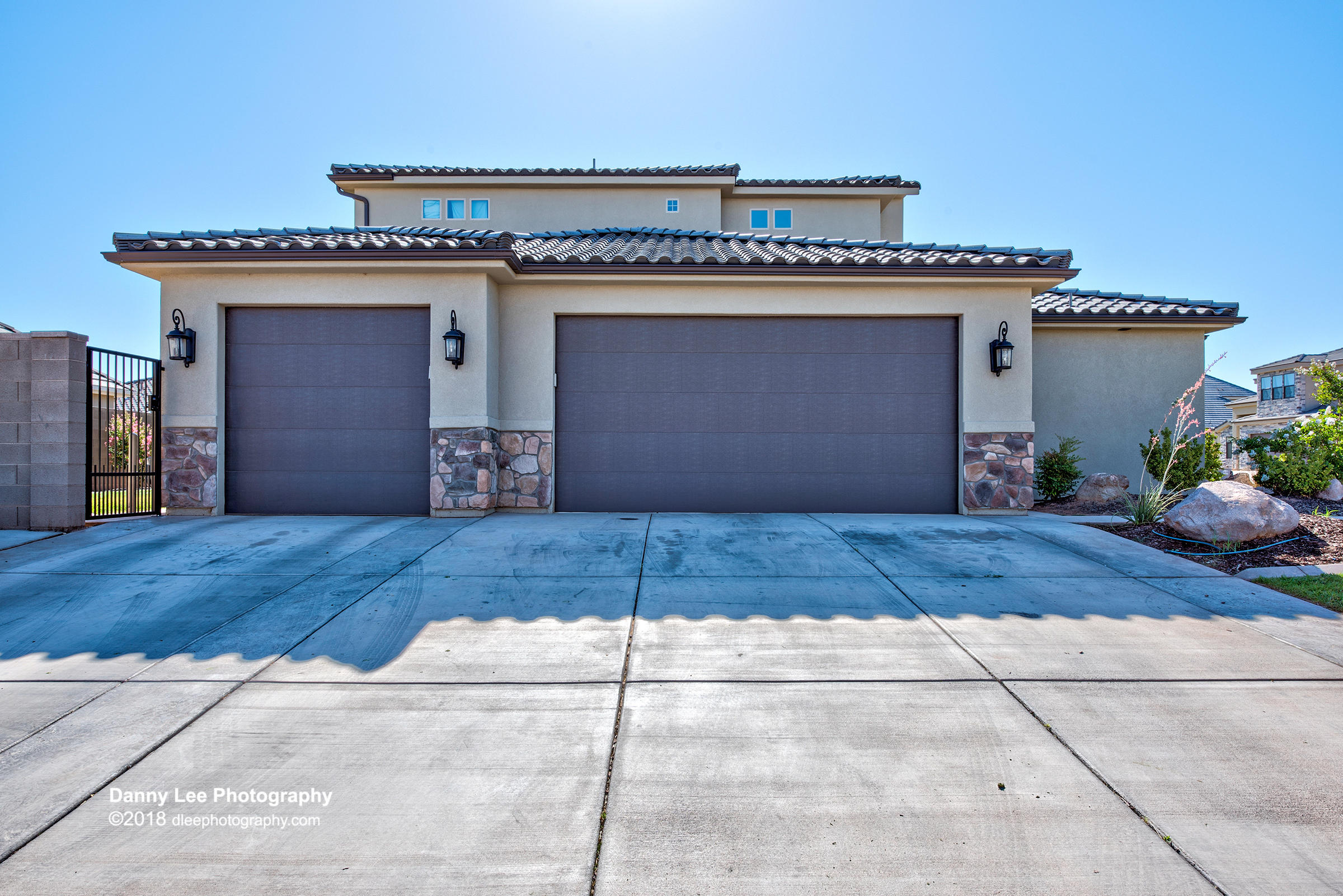 Come fall in LOVE! This gorgeous home features 2 Casita\