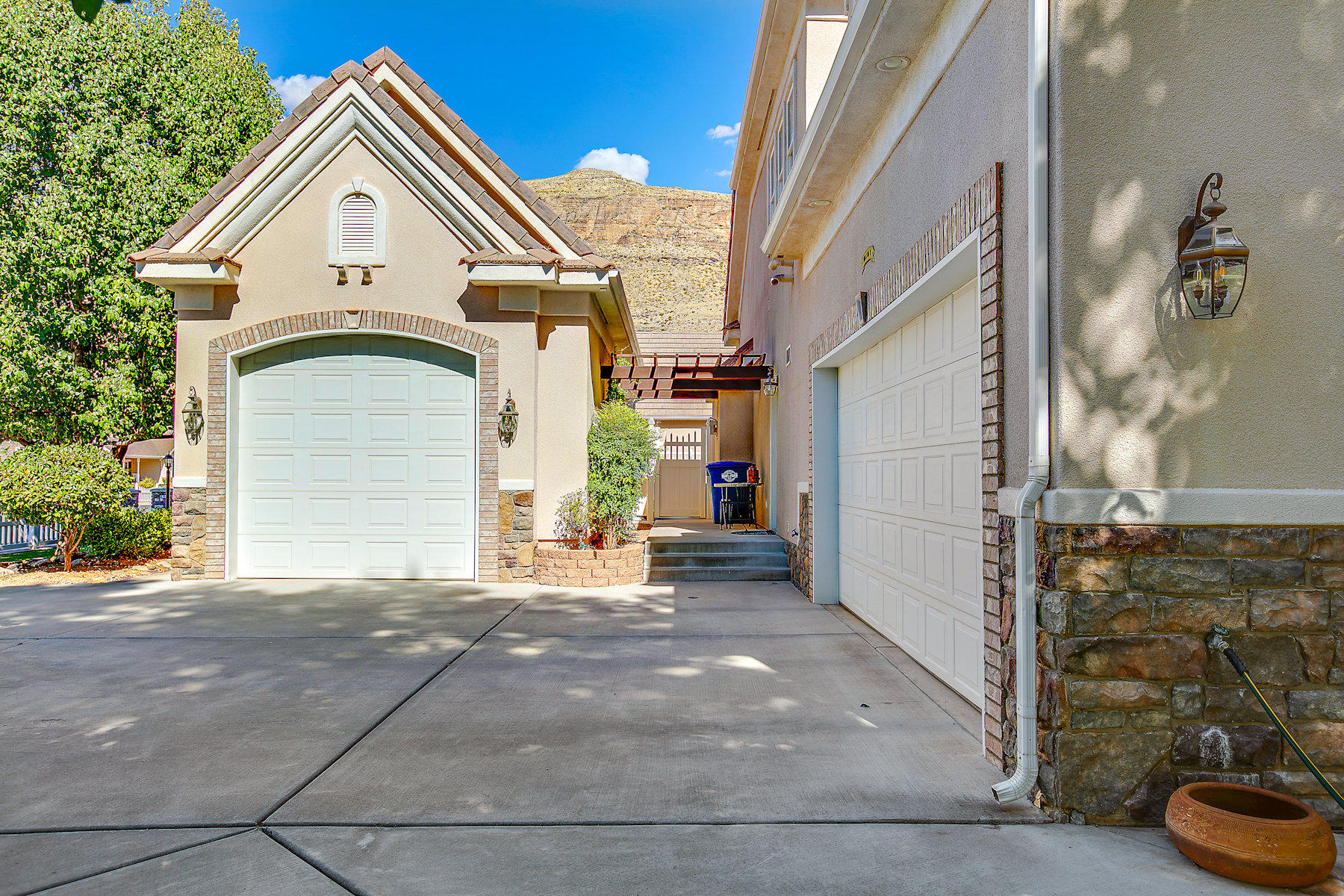 This cozy, but spacious five, potentially six, bedroom home is conveniently close to all of the amenities of life, including restaurants, movie theaters, Zion National park, lakes, & 4-wheeling red sand dunes. It has been lovingly maintained & cared for. From the park-style landscaping to the gourmet kitchen to bathrooms this lovely home is upscale urban at its best. Imagine yourself as the next