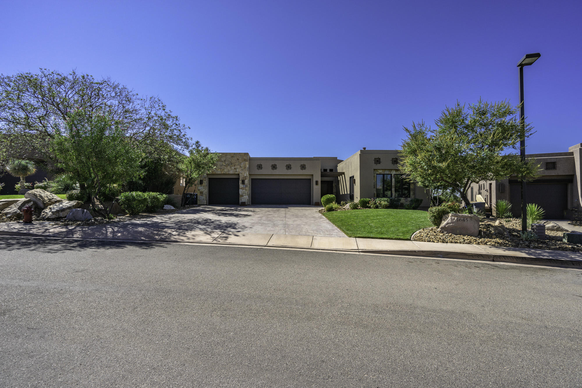 1645 W Red Cloud   DR, St George in Washington County, UT 84770 Home for Sale