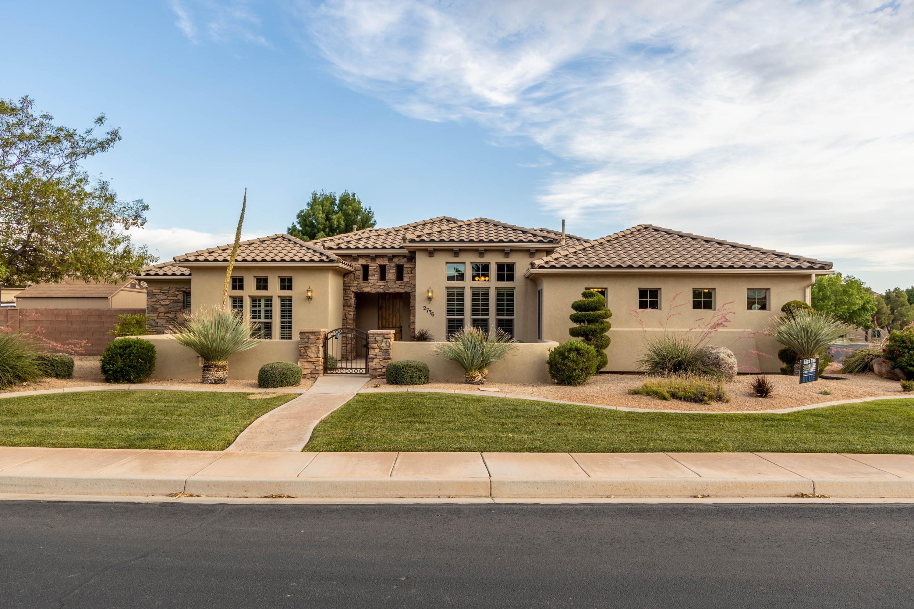 2736 S Grass Valley   DR, St George in Washington County, UT 84790 Home for Sale