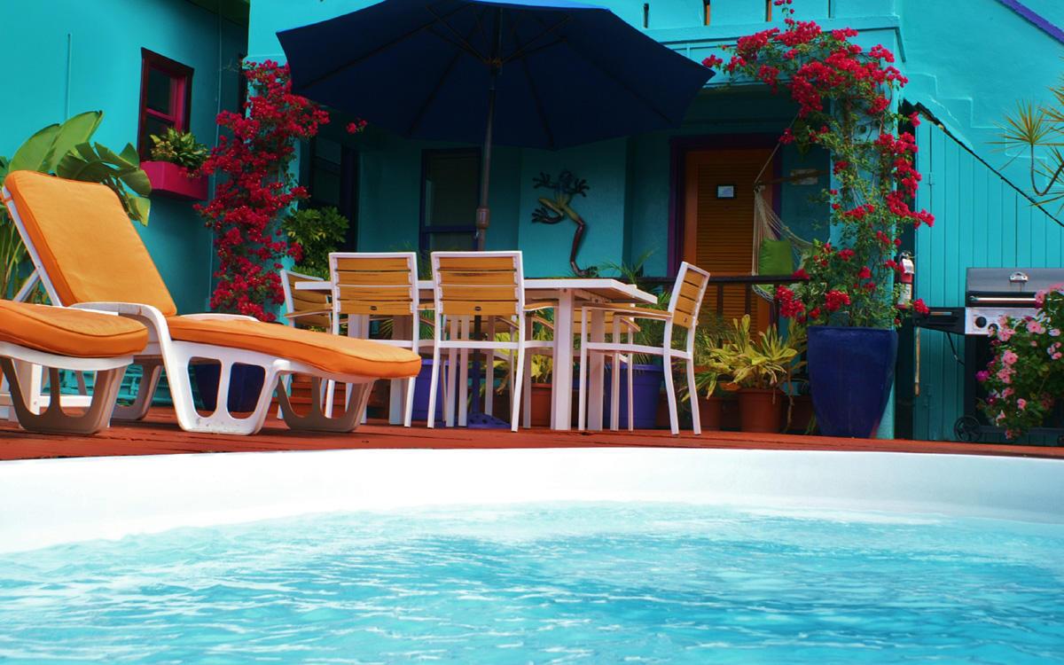 012 Pool side at the Inn