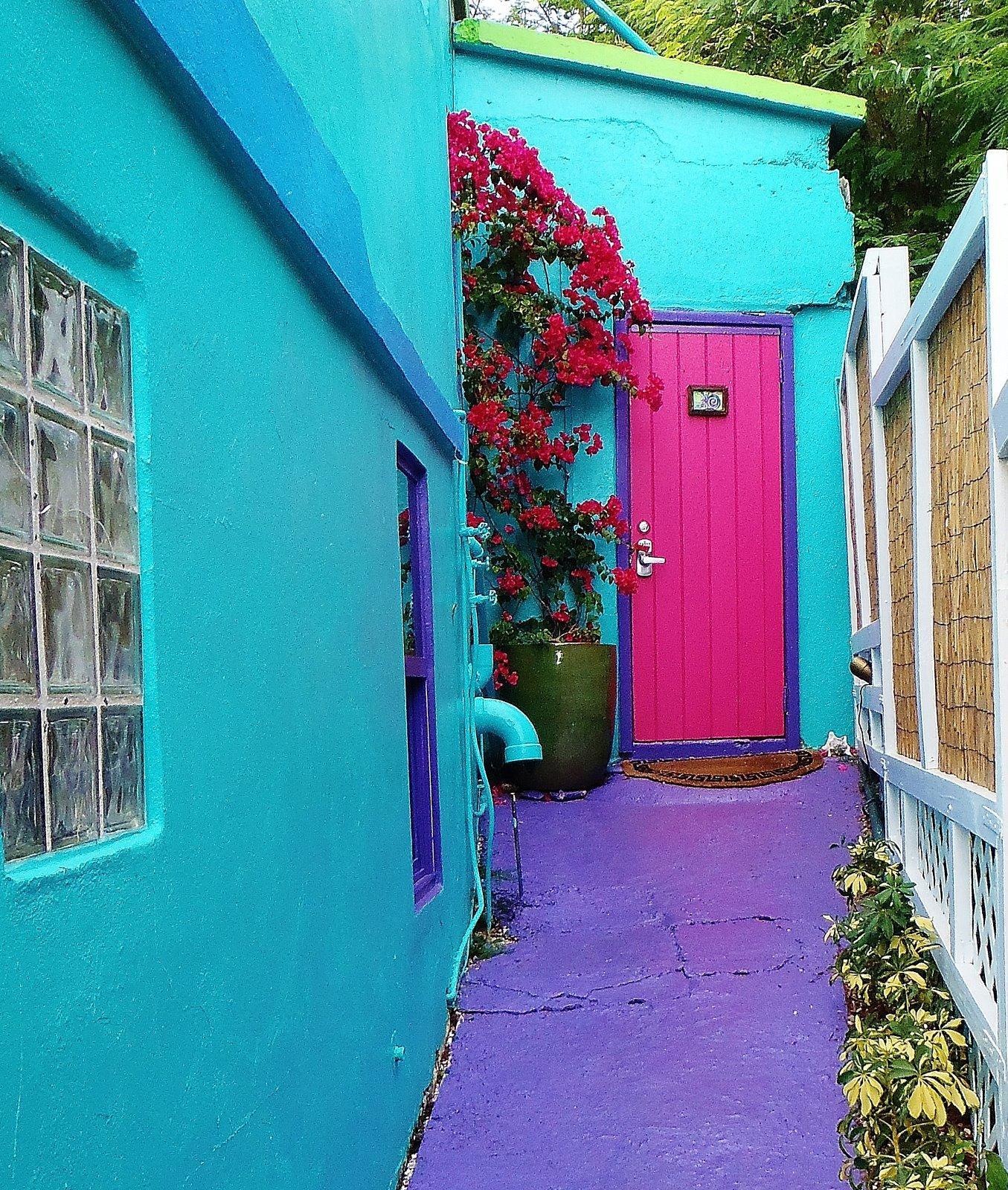 008 Colorful Caribbean flair