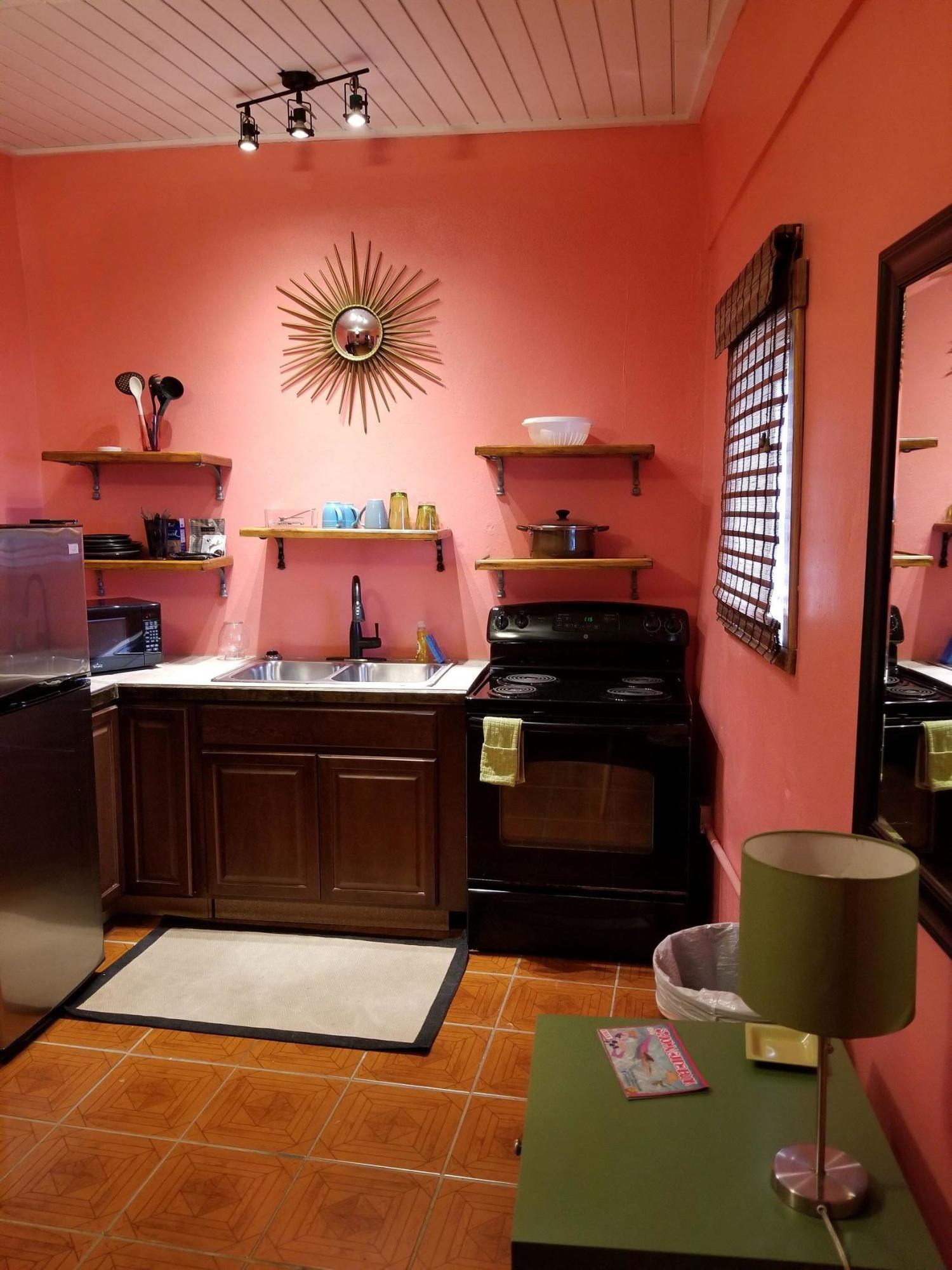 004 Suite kitchenette