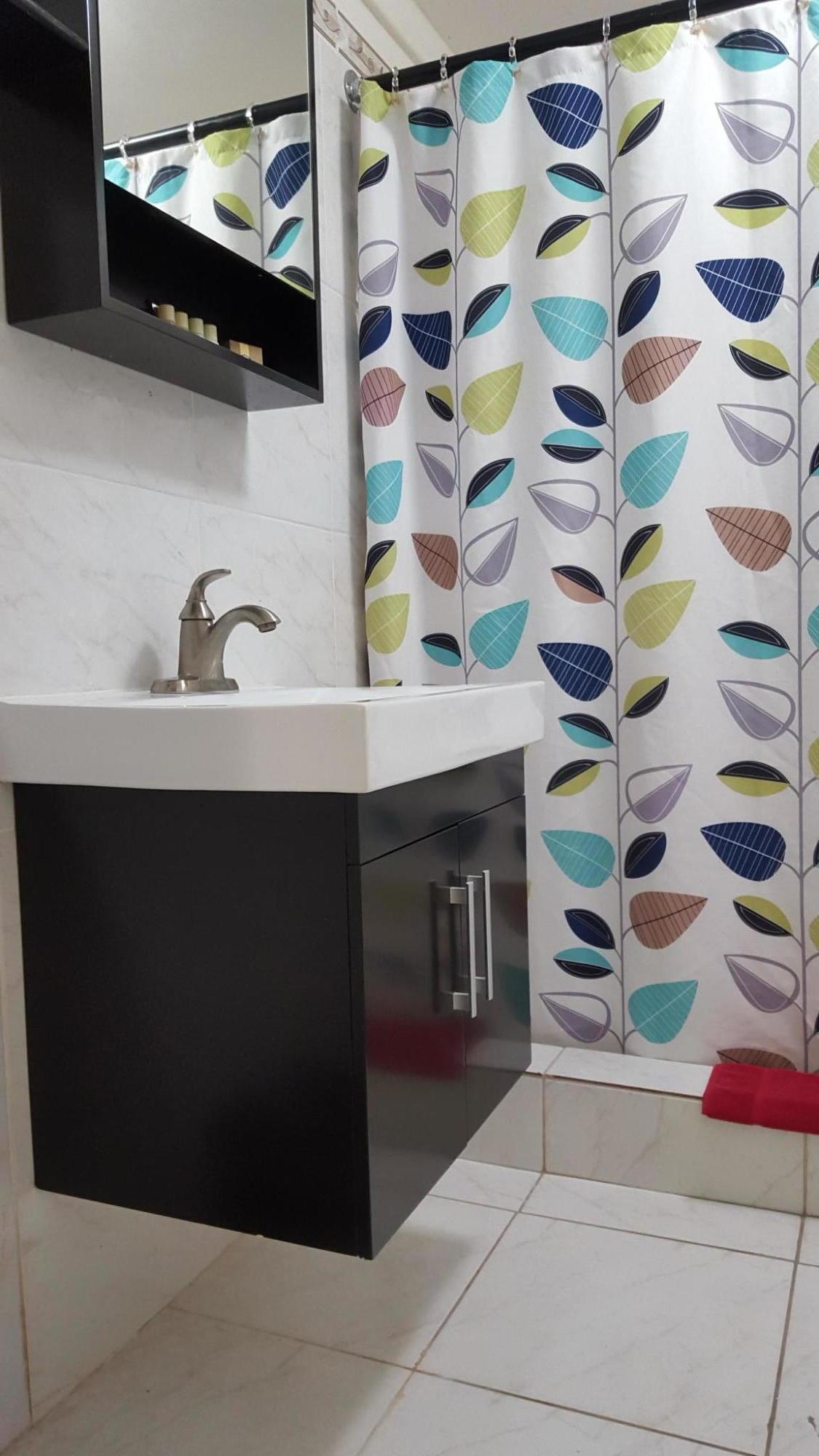 005 Updated bathrooms
