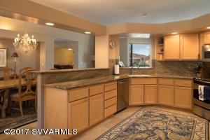 Granite Kitchen. New Appliances
