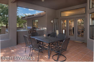 Outdoor Dining & Built-In BBQ