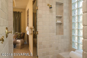 WALK-IN MASTER SHOWER