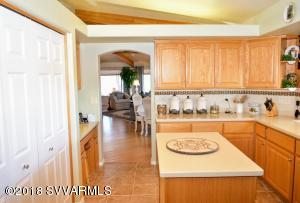 6450 N Thunder Ridge Kitchen