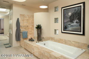 ONYX TUB AND WALK-IN SHOWER
