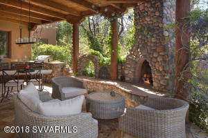Outdoor Covered Entertaining Patio