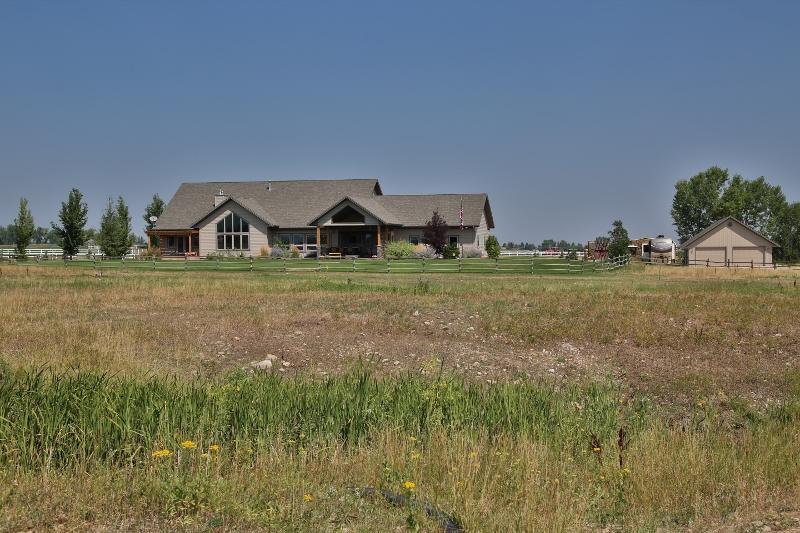 400 Joshua Lane, Sheridan, Wyoming 82801, 6 Bedrooms Bedrooms, ,4.5 BathroomsBathrooms,Residential,For Sale,Joshua,18-900
