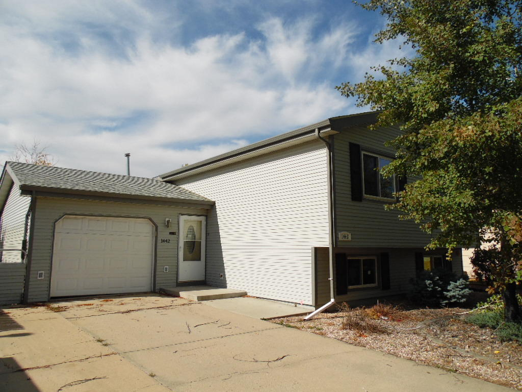 1442 North Heights Lane, Sheridan, Wyoming 82801, 3 Bedrooms Bedrooms, ,2.75 BathroomsBathrooms,Residential,For Sale,North Heights,18-1048