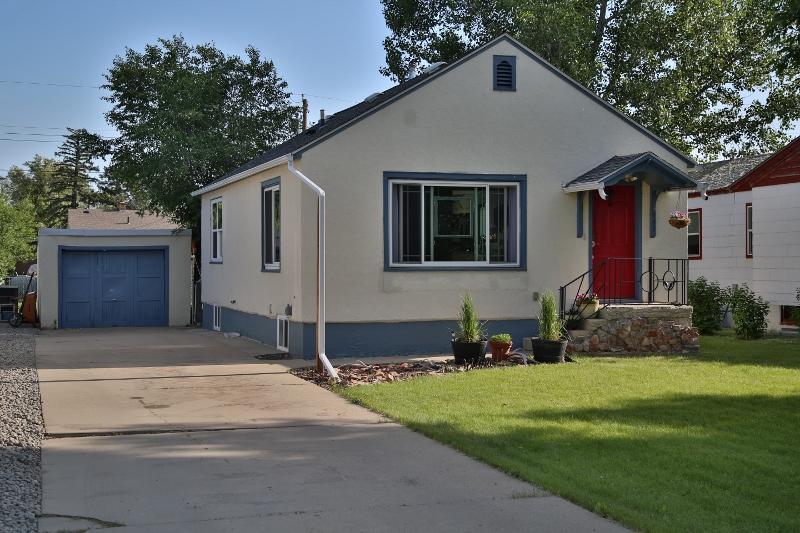 943 La Clede Street, Sheridan, Wyoming 82801, 3 Bedrooms Bedrooms, ,2 BathroomsBathrooms,Residential,For Sale,La Clede,18-1143
