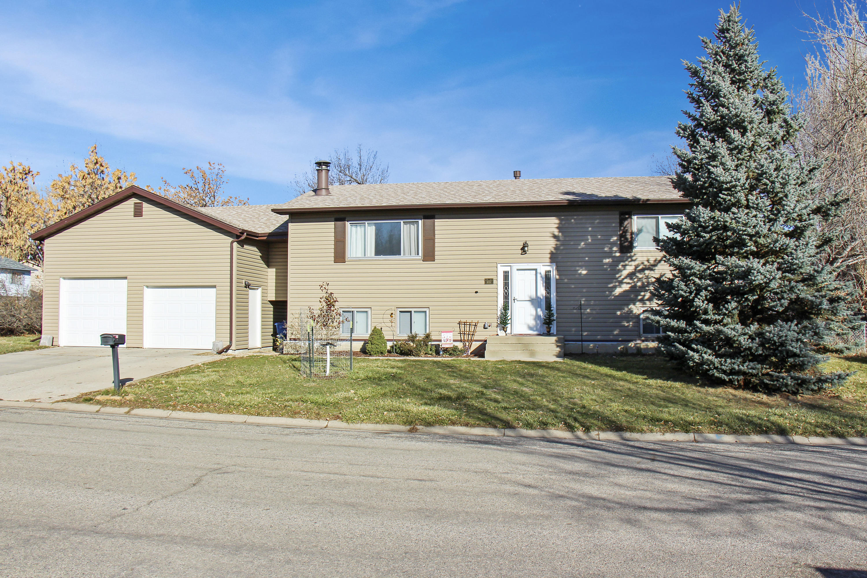 1037 12th Street, Sheridan, Wyoming 82801, 3 Bedrooms Bedrooms, ,2 BathroomsBathrooms,Residential,For Sale,12th,18-1208