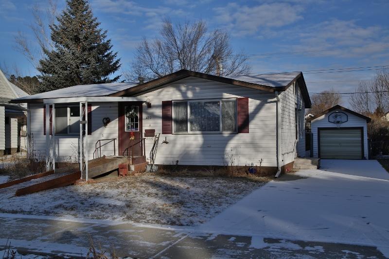 437 Brundage Street, Sheridan, Wyoming 82801, 3 Bedrooms Bedrooms, ,2 BathroomsBathrooms,Residential,For Sale,Brundage,18-1271