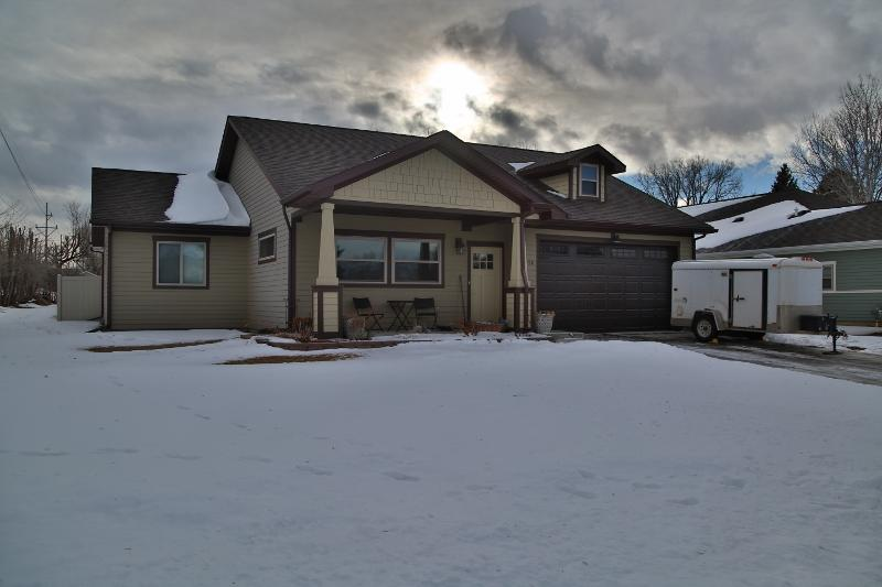 1258 3rd Avenue East, Sheridan, Wyoming 82801, 3 Bedrooms Bedrooms, ,2 BathroomsBathrooms,Residential,For Sale,3rd Avenue East,19-32