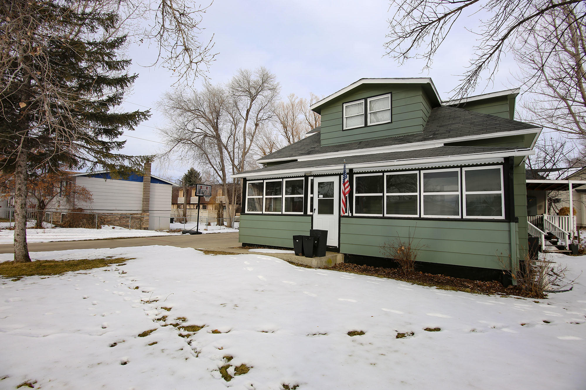 911 11th Street, Sheridan, Wyoming 82801, 4 Bedrooms Bedrooms, ,1.5 BathroomsBathrooms,Residential,For Sale,11th,19-42