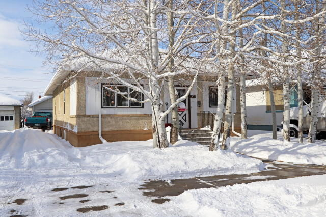 838 S Sheridan Avenue, Sheridan, Wyoming 82801, 2 Bedrooms Bedrooms, ,2 BathroomsBathrooms,Residential,For Sale,Sheridan,19-94