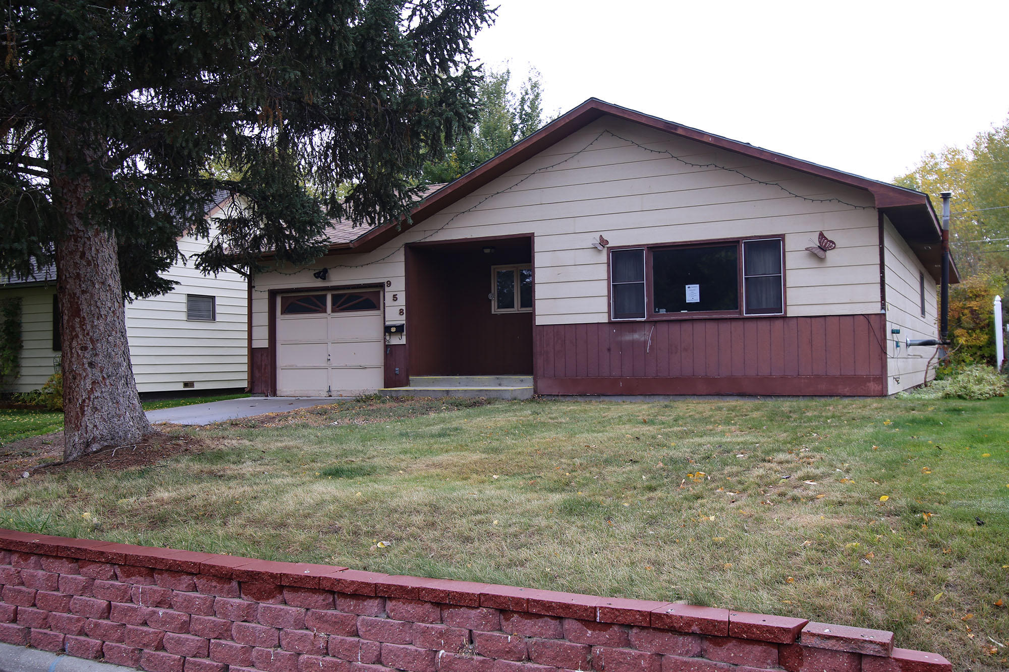 958 N Burritt Avenue, Buffalo, Wyoming 82834, 3 Bedrooms Bedrooms, ,2 BathroomsBathrooms,Residential,For Sale,Burritt,19-125