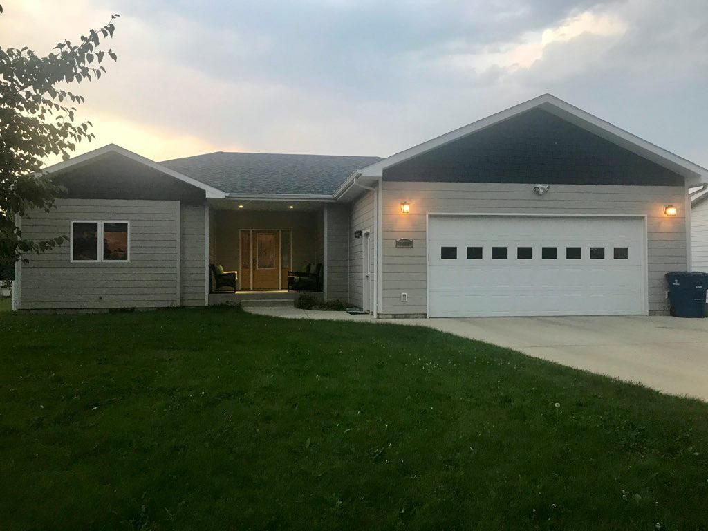 1065 3rd Avenue East, Sheridan, Wyoming 82801, 3 Bedrooms Bedrooms, ,2 BathroomsBathrooms,Residential,For Sale,3rd Avenue East,19-151