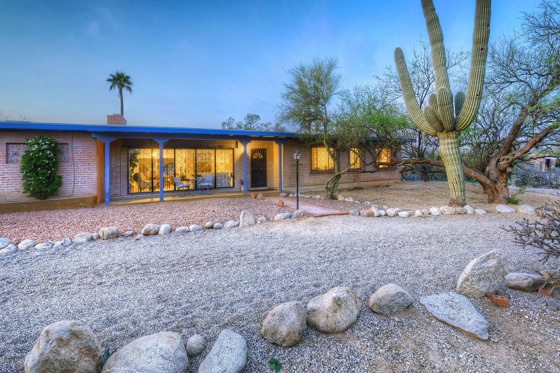 Photo of 681 W Giaconda Way, Tucson, AZ 85704