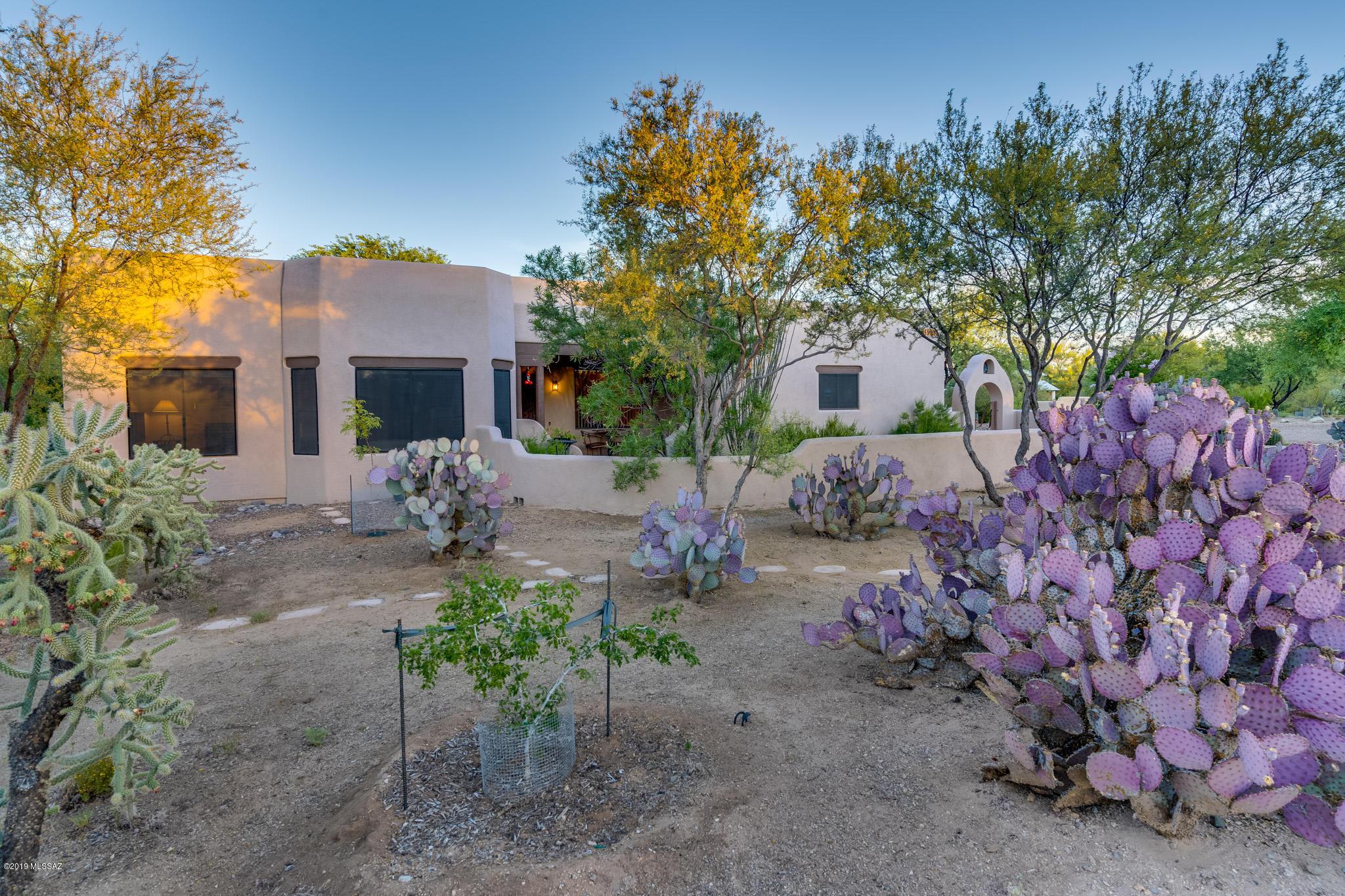 Photo of 1521 W Via Ventajosa, Sahuarita, AZ 85629