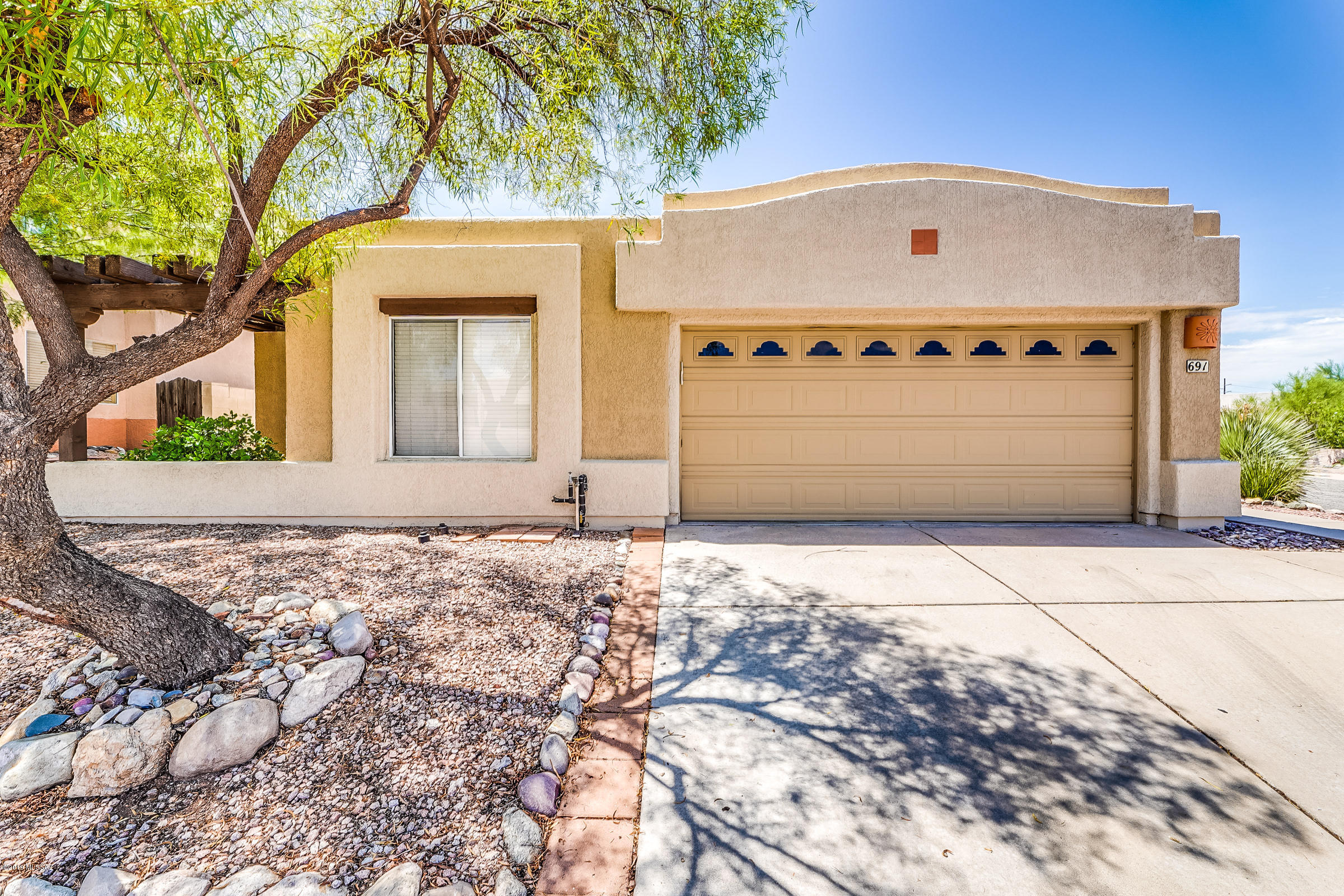 Photo of 691 N Hearthside Lane, Tucson, AZ 85748