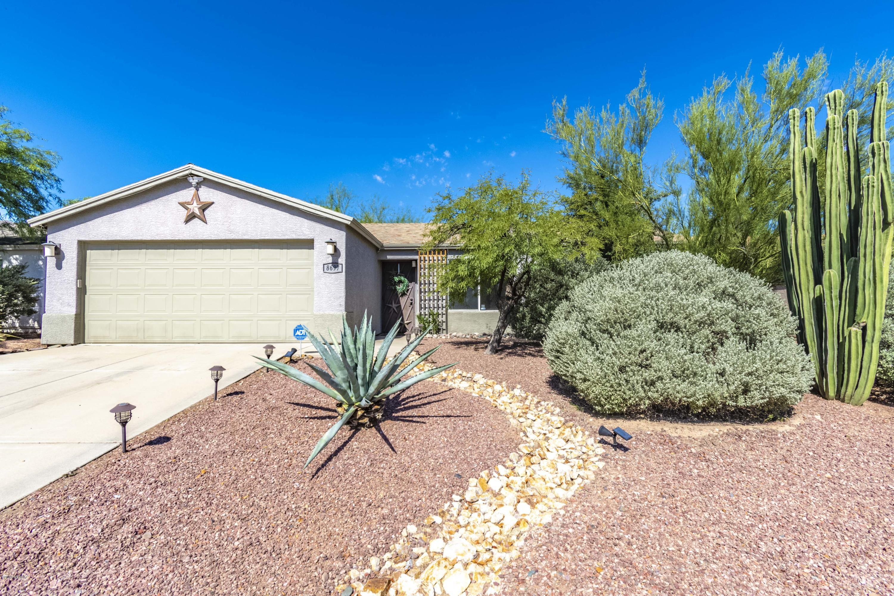 Photo of 8697 N Golden Moon Way, Tucson, AZ 85743